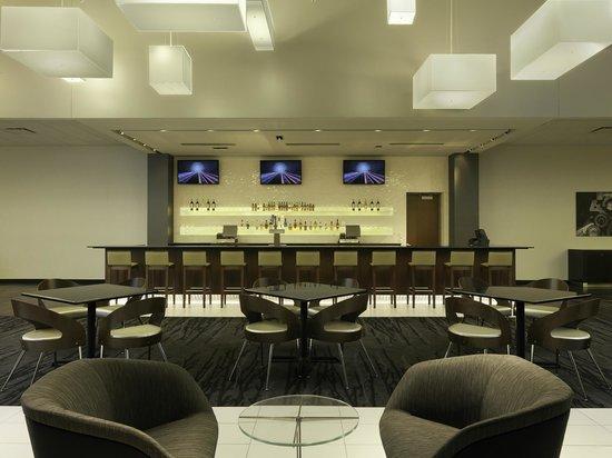 DoubleTree by Hilton Hotel Cedar Rapids Convention Complex : Bud Light Lounge