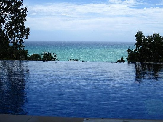 Secret Cliff Resort: Infinity Pool, a great spot during sunset