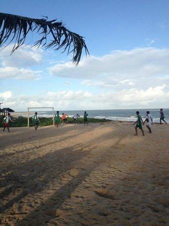 Loin de Tout: Futebol na praia