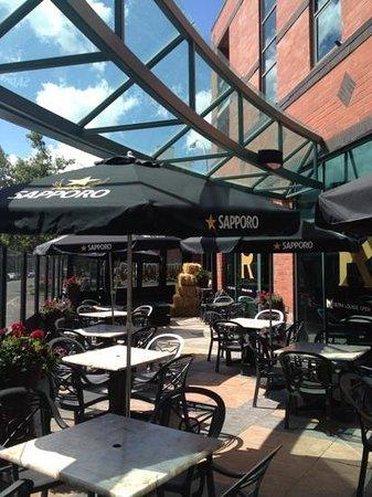 sun#patio#ric's grill 17th ave