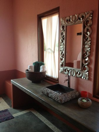 PinkCoco Bali: Gorgeous bathrooms!