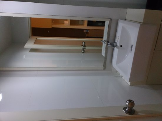 Grand Alpine: Sink area...