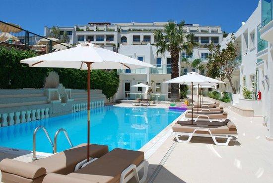 Turihan Hotel: pool