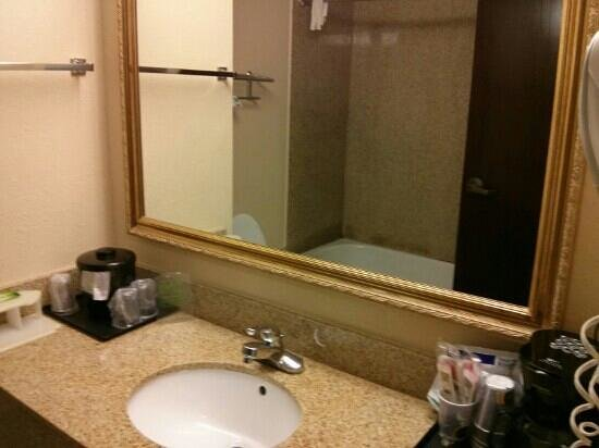 Holiday Inn Express & Suites Kimball: vanity and sink