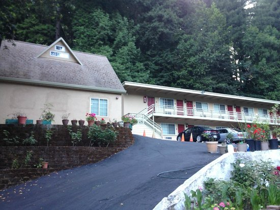 Quality Inn & Suites Santa Cruz Mountains: You can rent that cottage!
