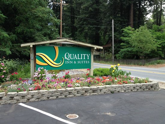 Quality Inn & Suites Santa Cruz Mountains: Sign
