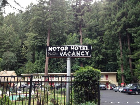 Quality Inn & Suites Santa Cruz Mountains: More retro signs