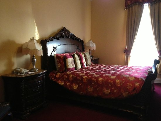 Queen Anne Hotel: King room