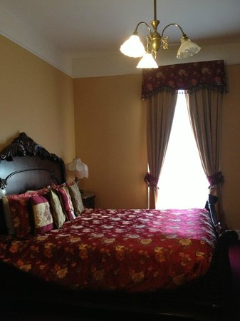Queen Anne Hotel : King room