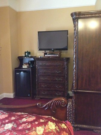 Queen Anne Hotel : Antique wardrobe, dresser, and a nice TV, fridge, and coffee maker - king room