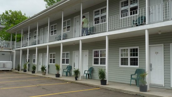 Midtown Motel & Suites: Outside