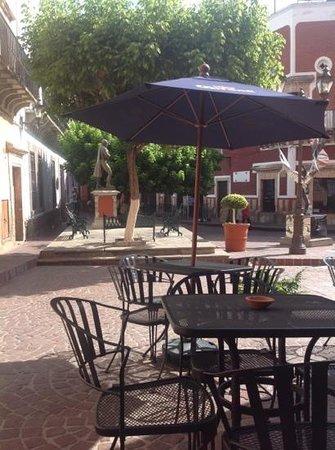Bagel Cafetin: Vista a la plaza