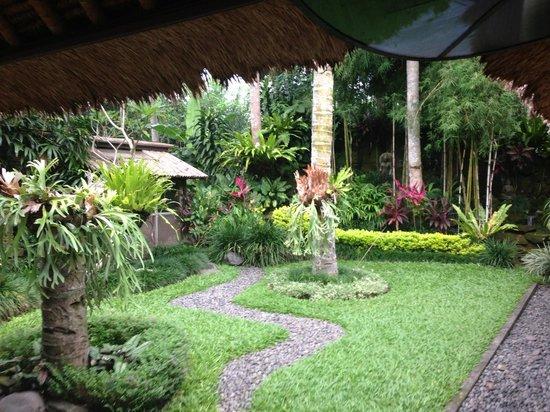 Villa Pantulan: Buddha Garden and Waterfall at Pantulan