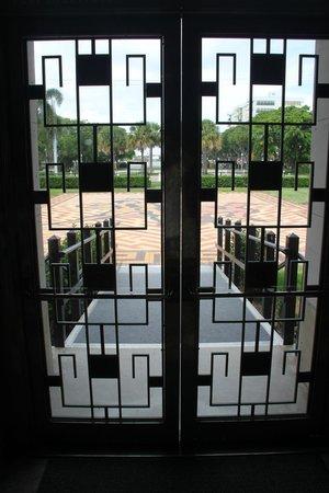Norton Museum of Art: Garden door
