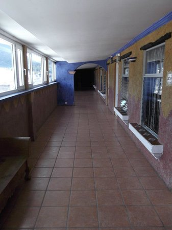 Hotel La Sin Ventura: Corridor in front of the room I stayed on