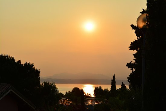 Piani Di Clodia: The sunset as seen from the Bungalow