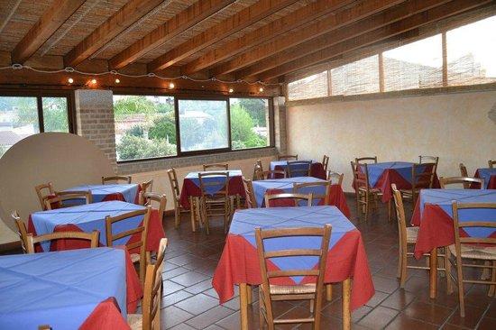 la sala del ristorante/pizzeria - Foto di La Terrazza, Teulada ...