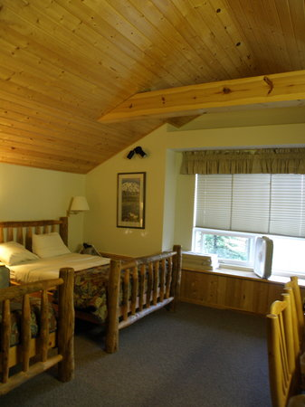 Healy Heights Family Cabins: Willow Cabin interior