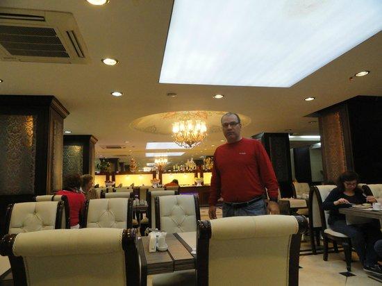 Maywood Hotel: Café da manhã