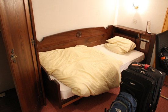 Hotel Dischma: single bed. Clean and comfortable