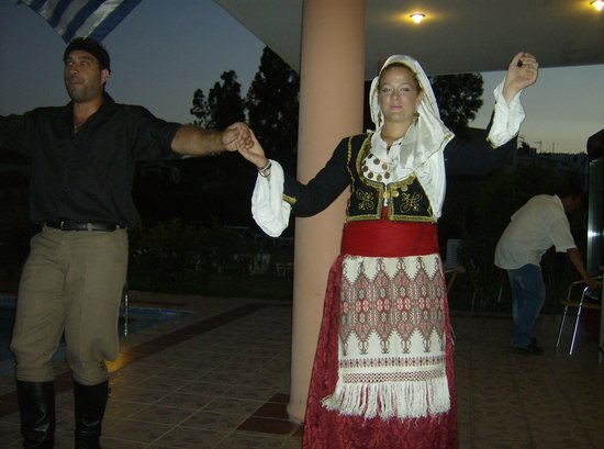 Merabello Apartments: Greek Dancers