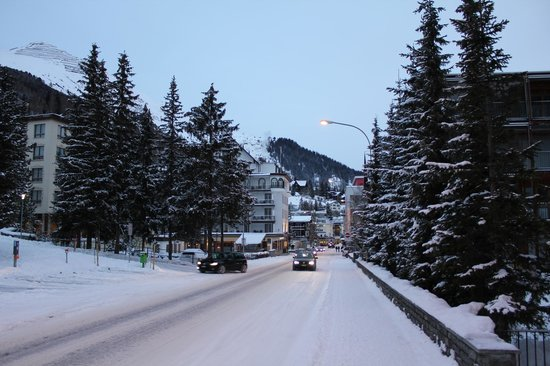 Hotel Dischma: road in Davos
