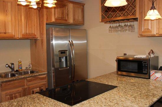 Mountainside Condos: Modern kitchen