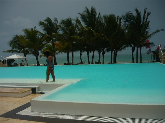 Millennium Resort & Spa: Infinity pool