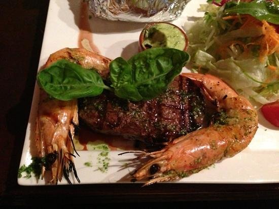 LA BOCA : delicious steak and gambas!!