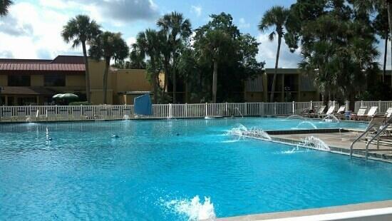 BEST WESTERN International Speedway Hotel : big pool