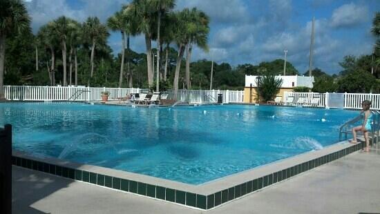 BEST WESTERN International Speedway Hotel : more big pool
