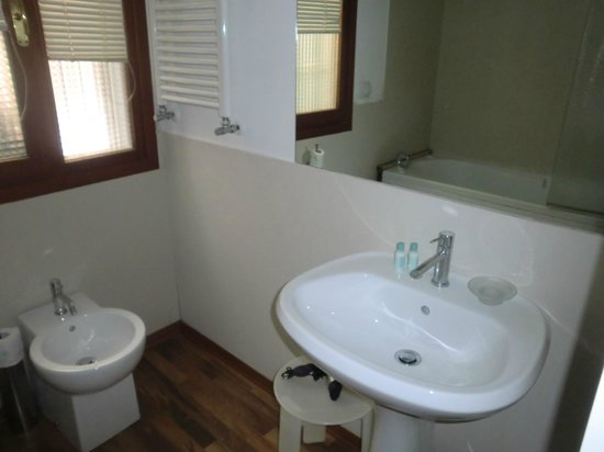 Acca Hotel : Bathroom