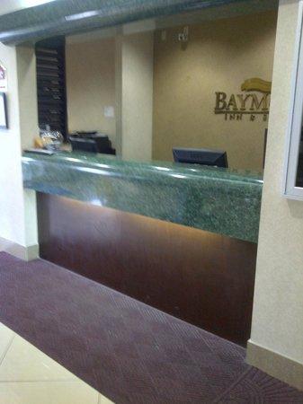 Baymont Inn & Suites Hattiesburg : Front desk.