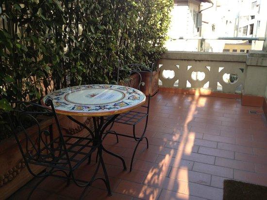 Hotel Palazzo Ognissanti: Hall de entrada exclusivo do nosso quarto, um mimo!!