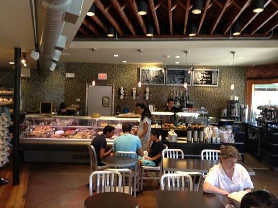 L'Artisan Cafe & Bakery: inside