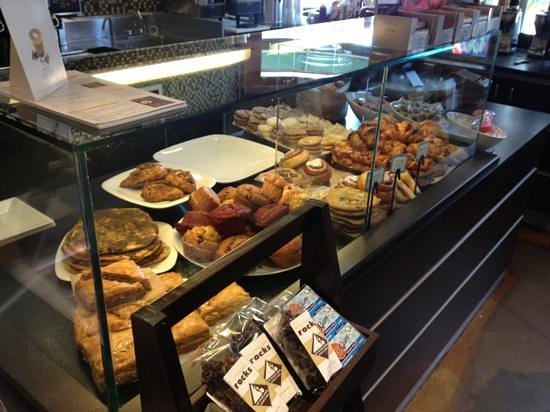 L'Artisan Cafe & Bakery: baked goods