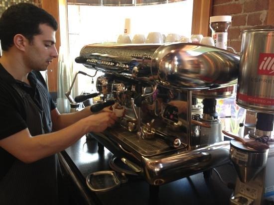 L'Artisan Cafe & Bakery: espresso