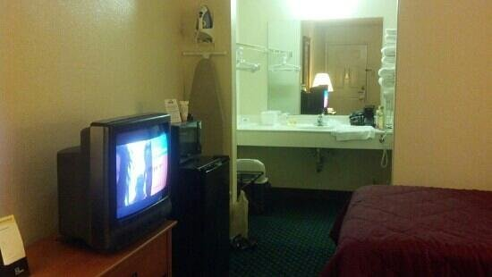 Days Inn Wytheville: room