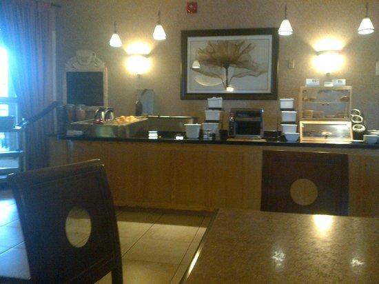 BEST WESTERN Belleville: Hot and cold breakfast buffet
