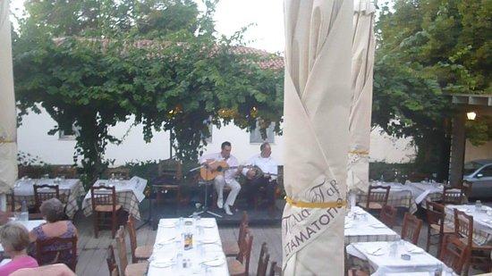 Stamatopoulos Tavern: Live Music