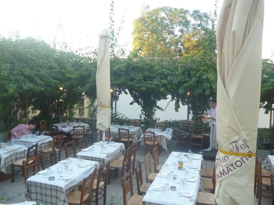 Stamatopoulos Tavern: Lovely Patio Terraced Restaurant