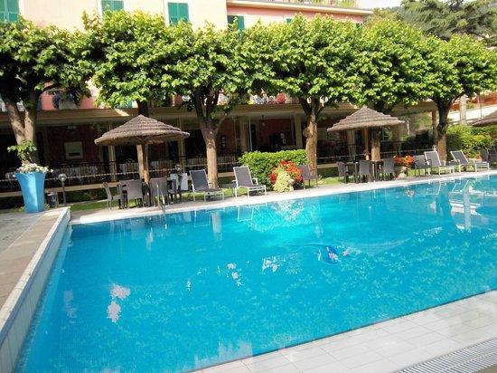 Hotel Clelia: Der schöne Pool