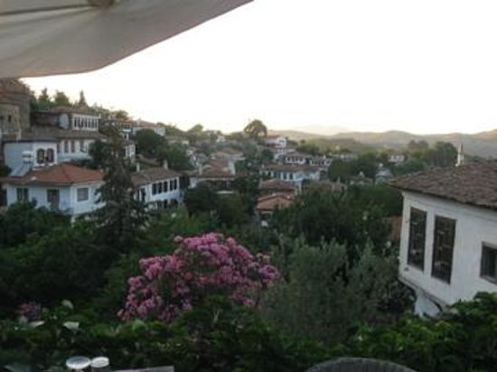Terras Evler - Terrace Houses Sirince: View from the terrace where breakfast and dinner is served