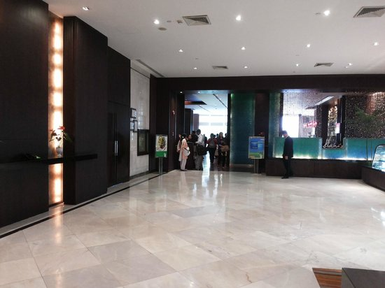 Holiday Inn Bangkok Silom: lobby area