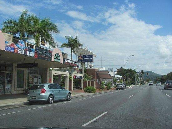 Cairns City Sheridan: Strassenansicht