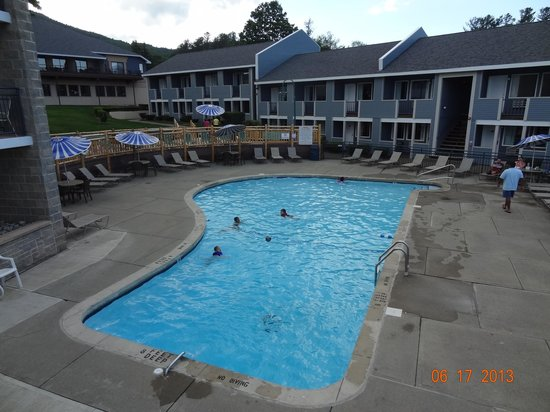 Surfside On The Lake Hotel & Suites: One of the pools