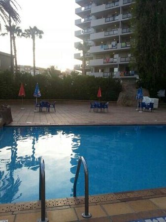 La Era Park Apartments: hotel pool area