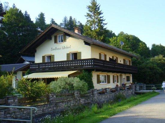Landhaus Weikert: Blick von der Anliegerstrasse