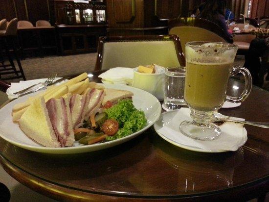 Crowne Plaza Santiago: Bar do hotel