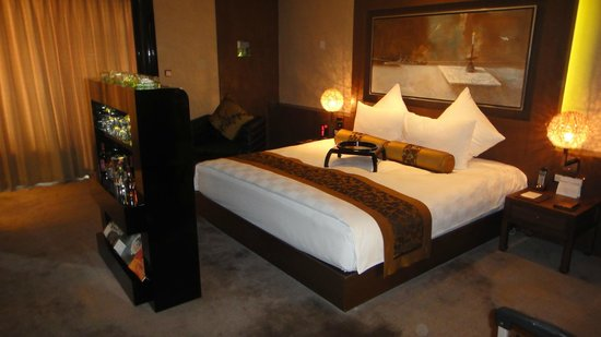 Pudi Boutique Hotel: cama/tv
